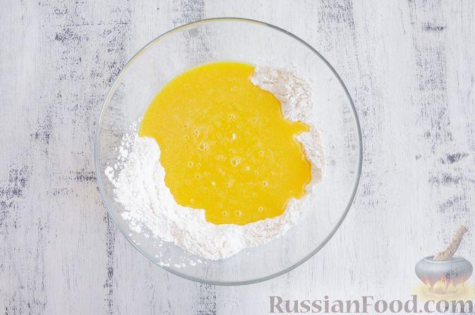 Фото приготовления рецепта: Медовый кекс с сухофруктами, орехами и пряностями (без сахара) - шаг №9