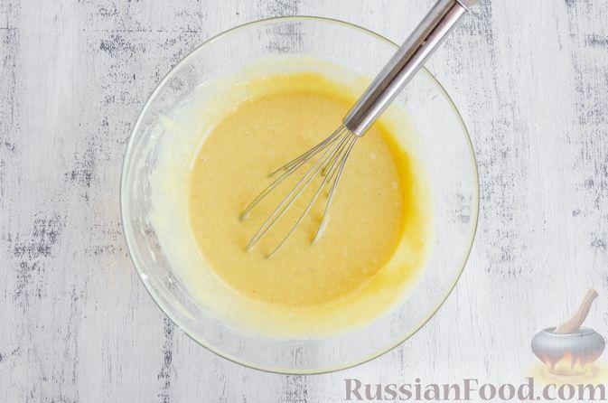 Фото приготовления рецепта: Медовый кекс с сухофруктами, орехами и пряностями (без сахара) - шаг №10