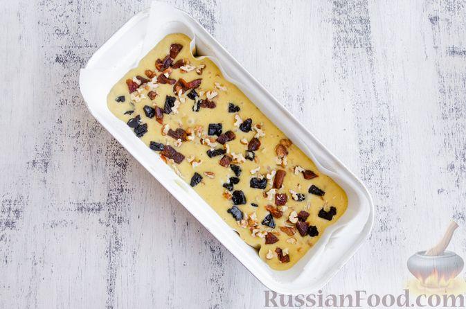 Фото приготовления рецепта: Медовый кекс с сухофруктами, орехами и пряностями (без сахара) - шаг №12
