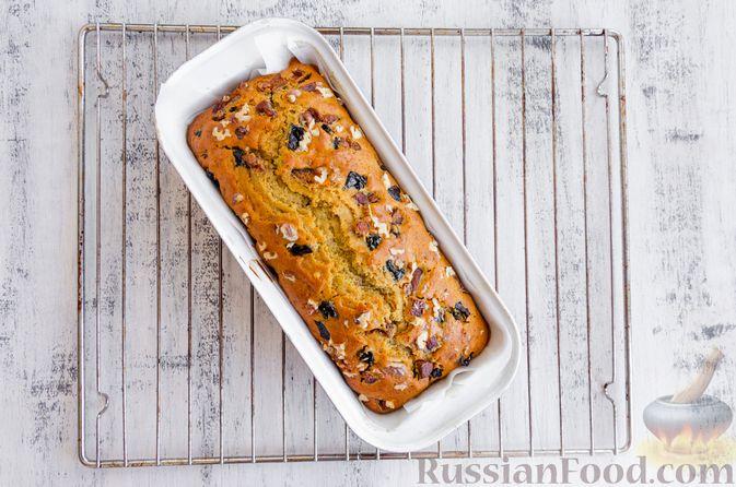 Фото приготовления рецепта: Медовый кекс с сухофруктами, орехами и пряностями (без сахара) - шаг №13