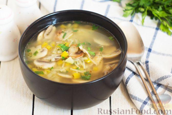 Фото к рецепту: Суп с тыквой, шампиньонами и вермишелью