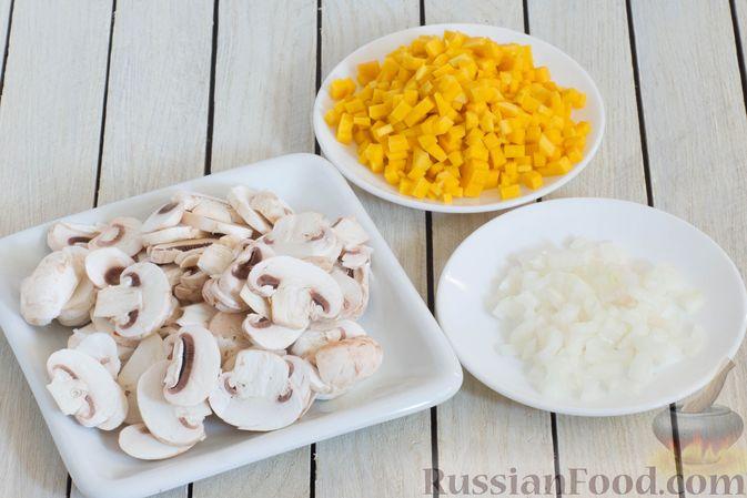 Фото приготовления рецепта: Суп с тыквой, шампиньонами и вермишелью - шаг №2