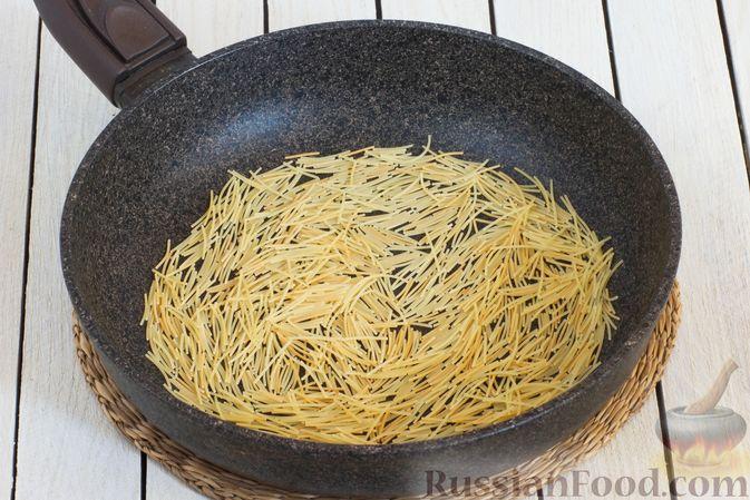 Фото приготовления рецепта: Суп с тыквой, шампиньонами и вермишелью - шаг №3
