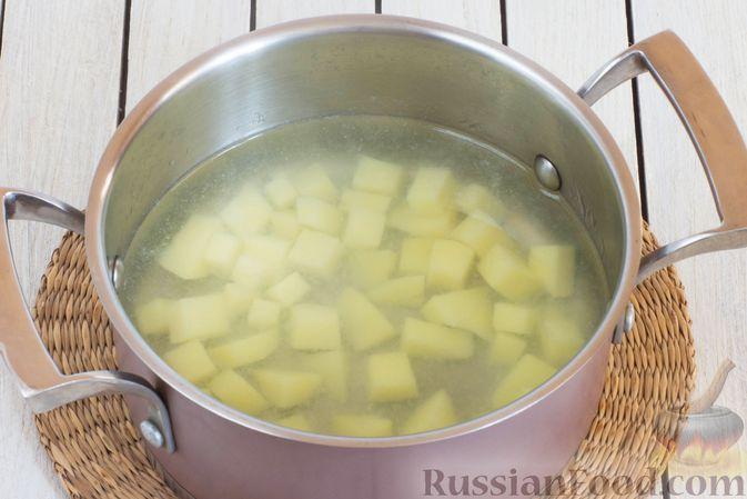 Фото приготовления рецепта: Суп с тыквой, шампиньонами и вермишелью - шаг №7