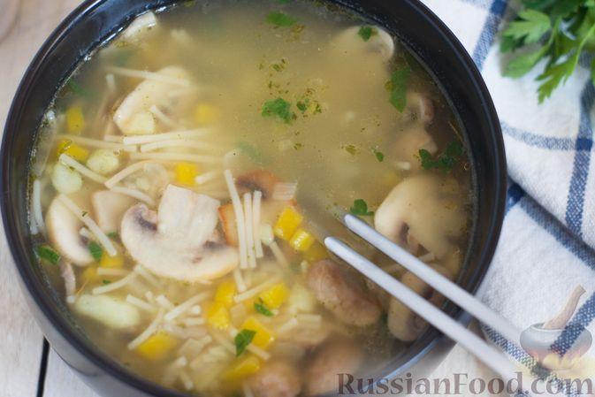 Фото приготовления рецепта: Суп с тыквой, шампиньонами и вермишелью - шаг №10