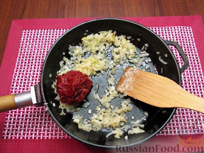 Фото приготовления рецепта: Куриный суп с шампиньонами и капустой - шаг №11