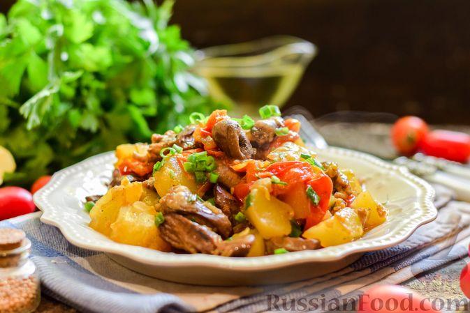 Фото к рецепту: Куриные сердечки, тушенные с тыквой и помидорами