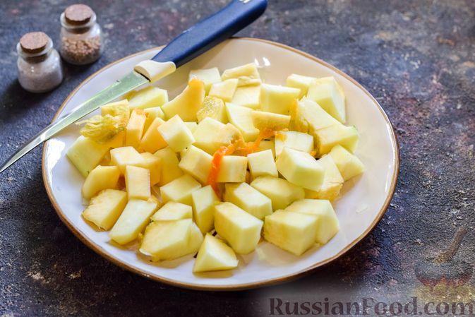 Фото приготовления рецепта: Куриные сердечки, тушенные с тыквой и помидорами - шаг №4
