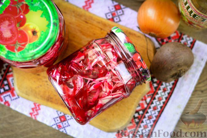 Фото приготовления рецепта: Салат из капусты, свёклы и лука, с тмином (на зиму) - шаг №15
