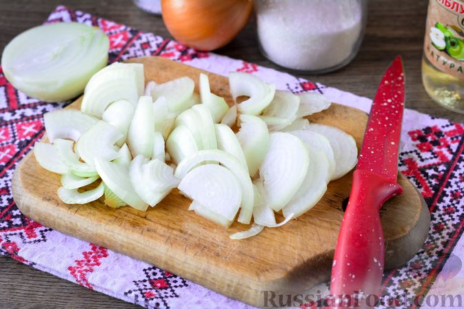 Фото приготовления рецепта: Салат из капусты, свёклы и лука, с тмином (на зиму) - шаг №6