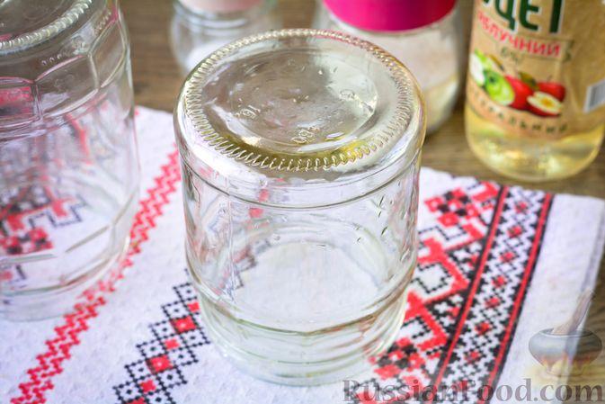 Фото приготовления рецепта: Салат из капусты, свёклы и лука, с тмином (на зиму) - шаг №4