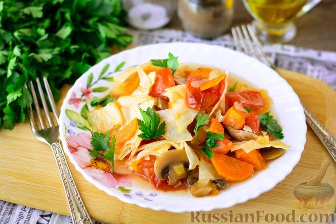 Фото к рецепту: Рагу из тыквы с капустой и шампиньонами