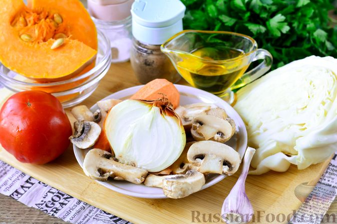 Фото приготовления рецепта: Рагу из тыквы с капустой и шампиньонами - шаг №1