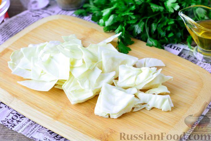 Фото приготовления рецепта: Рагу из тыквы с капустой и шампиньонами - шаг №3