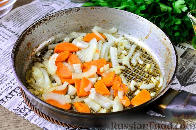 Фото приготовления рецепта: Рагу из тыквы с капустой и шампиньонами - шаг №5