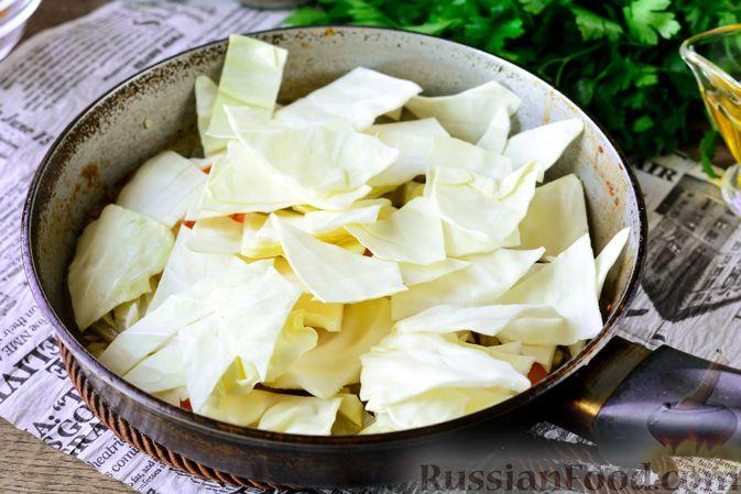 Фото приготовления рецепта: Рагу из тыквы с капустой и шампиньонами - шаг №6