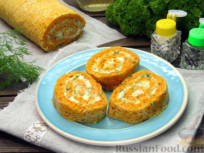 Фото приготовления рецепта: Морковный рулет с начинкой из сливочного сыра и зелени - шаг №18