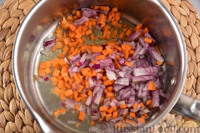 Фото приготовления рецепта: Овощной суп с тыквой и чечевицей - шаг №5