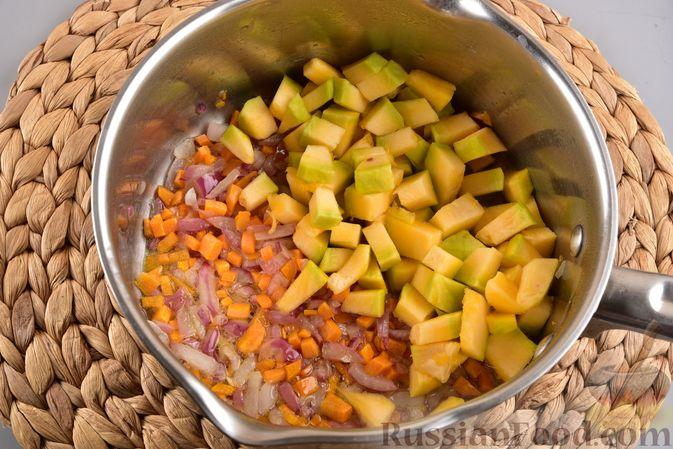 Фото приготовления рецепта: Овощной суп с тыквой и чечевицей - шаг №7