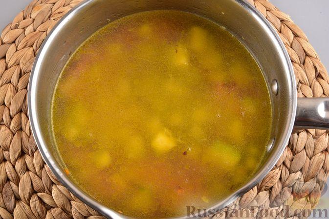 Фото приготовления рецепта: Овощной суп с тыквой и чечевицей - шаг №10