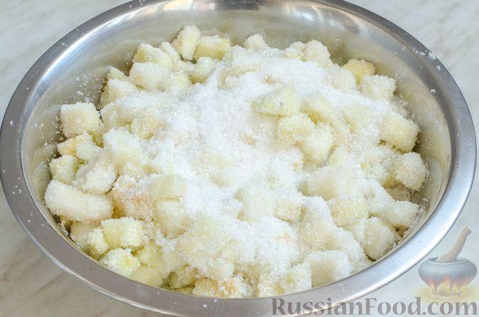 Фото приготовления рецепта: Грушево-яблочное варенье с пряностями (на зиму) - шаг №4
