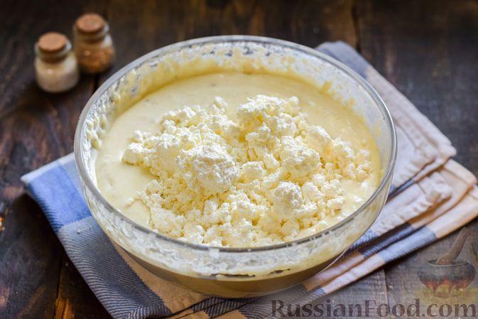 Фото приготовления рецепта: Творожно-сырные маффины с помидорками черри - шаг №7