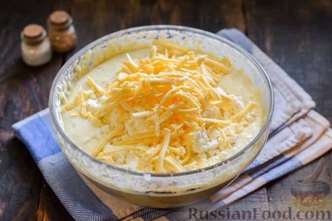 Фото приготовления рецепта: Творожно-сырные маффины с помидорками черри - шаг №8
