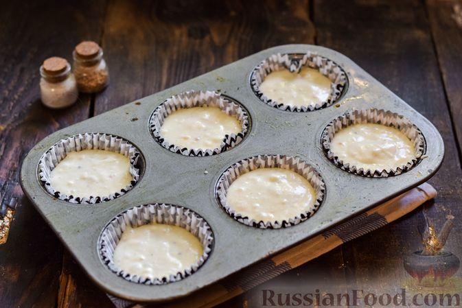 Фото приготовления рецепта: Творожно-сырные маффины с помидорками черри - шаг №10