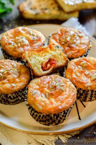 Фото приготовления рецепта: Творожно-сырные маффины с помидорками черри - шаг №16