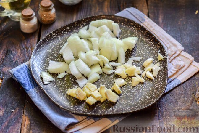 Фото приготовления рецепта: Тыква, тушенная с нутом, помидорами и пряностями, с жареными бананами - шаг №4