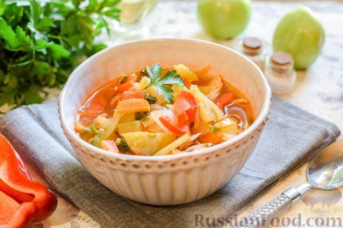 Фото к рецепту: Куриный суп с зелеными помидорами и капустой