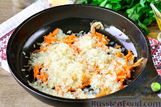 Фото приготовления рецепта: Рис с тыквой, помидорами и сыром (на сковороде) - шаг №6
