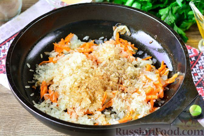 Фото приготовления рецепта: Рис с тыквой, помидорами и сыром (на сковороде) - шаг №7