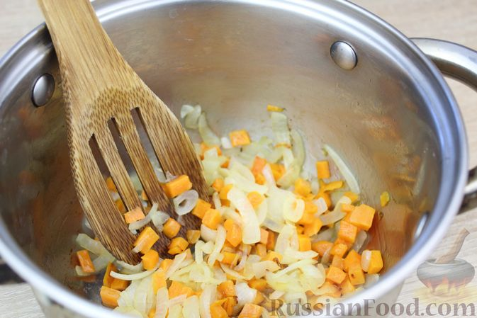Фото приготовления рецепта: Суп-пюре из свёклы и чечевицы - шаг №6