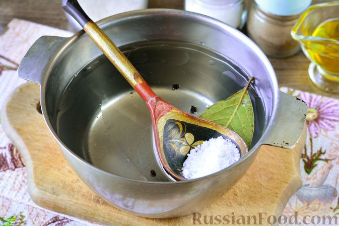 Фото приготовления рецепта: Закусочные капустные рулетики, маринованные с морковью - шаг №10