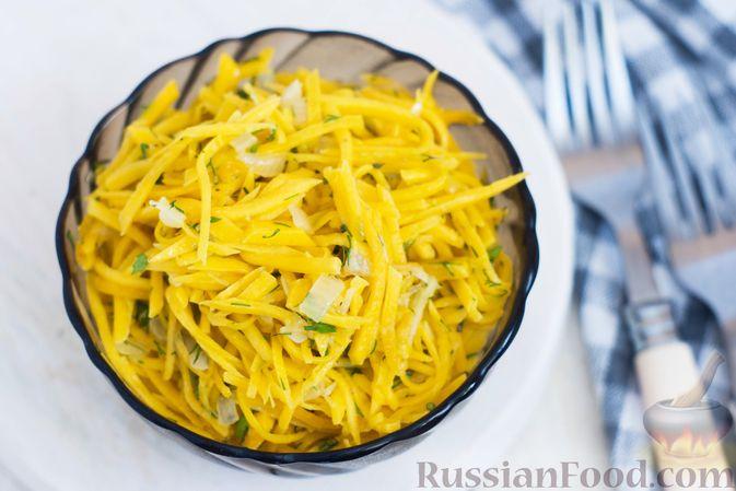 Фото приготовления рецепта: Салат из свежей тыквы с луком и чесноком - шаг №9