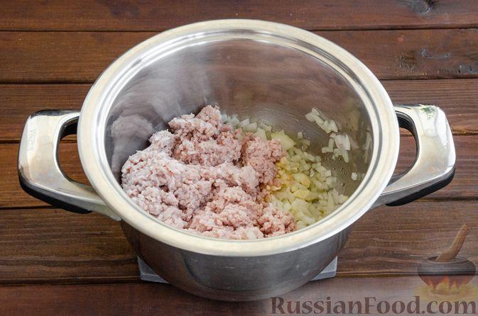 Фото приготовления рецепта: Сливочный суп с цветной капустой и фаршем - шаг №4