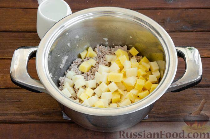 Фото приготовления рецепта: Сливочный суп с цветной капустой и фаршем - шаг №6