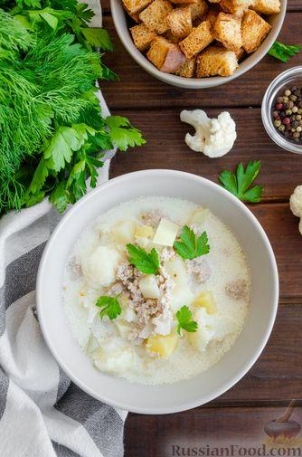 Фото приготовления рецепта: Сливочный суп с цветной капустой и фаршем - шаг №11