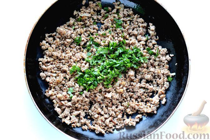Фото приготовления рецепта: Тыквенные зразы с мясным фаршем - шаг №11