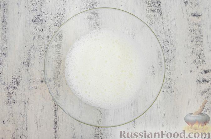 Фото приготовления рецепта: Эстонский кекс на яичных белках, с изюмом - шаг №6