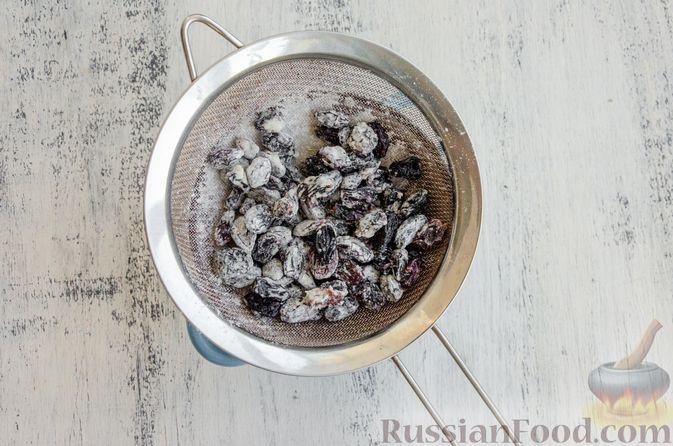 Фото приготовления рецепта: Эстонский кекс на яичных белках, с изюмом - шаг №4