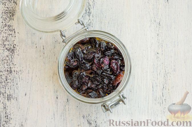 Фото приготовления рецепта: Эстонский кекс на яичных белках, с изюмом - шаг №3
