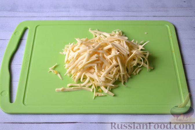 Фото приготовления рецепта: Салат из свежей тыквы с сыром, кукурузой и семечками подсолнечника - шаг №3