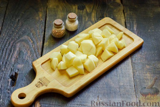 Фото приготовления рецепта: Овощной суп из тыквы и цветной капусты с сырно-яичной заправкой - шаг №2