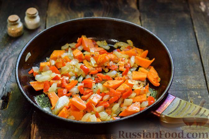 Фото приготовления рецепта: Овощной суп из тыквы и цветной капусты с сырно-яичной заправкой - шаг №7
