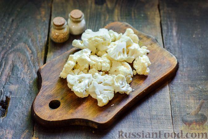 Фото приготовления рецепта: Овощной суп из тыквы и цветной капусты с сырно-яичной заправкой - шаг №8