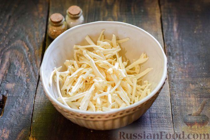 Фото приготовления рецепта: Овощной суп из тыквы и цветной капусты с сырно-яичной заправкой - шаг №11