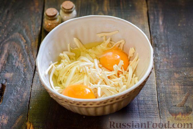 Фото приготовления рецепта: Овощной суп из тыквы и цветной капусты с сырно-яичной заправкой - шаг №12
