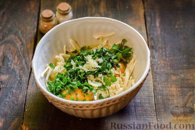 Фото приготовления рецепта: Овощной суп из тыквы и цветной капусты с сырно-яичной заправкой - шаг №13